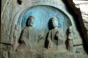 two sculptures (Sakyamuni and Prabhutaratna)