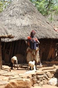 Konso woman in front of her house, in Gesergiyo village