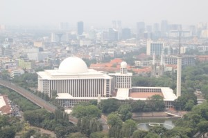 another view from MONAS, towards the biggest mosque of Jakarta, and reputedly of South East Asia; note the size of the old Dutch cathedral, just behind it to the right