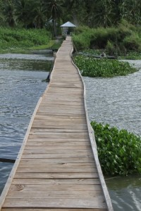 walkway at the edge of the lake, to one of the fishing platforms