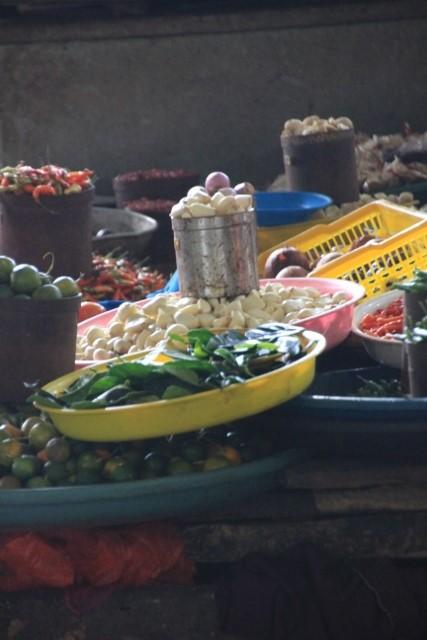 market stall inside Tomohon market