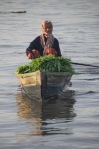 seller arriving at the floating market