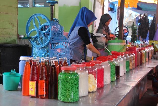 refreshments in the Martapura market