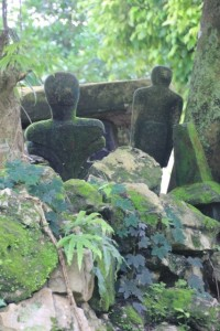 in Kampung Bondemarotto the tombs contain a few sculptures