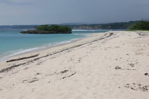 Marusi beach, is nice indeed, no? The sand flies are too small to distinguish