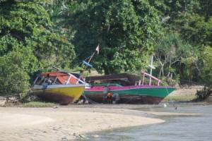 and more boats, on Wanokaka beach