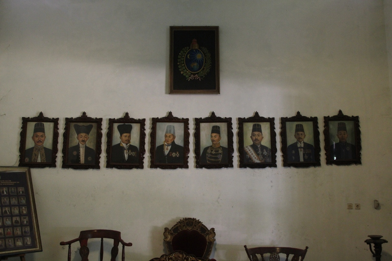 generations of sultans on the wall