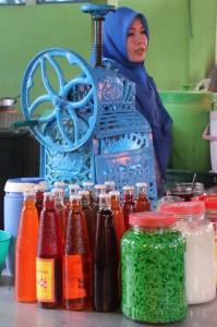 woman selling drinks in the Martapura market