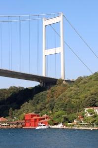 same mansion, same bridge