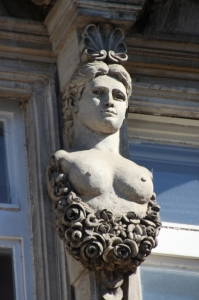 bust decorating the Profit Yielding building in Ruse