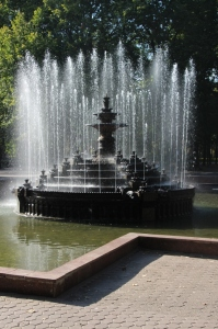 the fountain in the central Chisinau Park (the one with the sockets and free wifi)