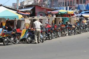 taxi rank, Banda Aceh style, also outside the bazar