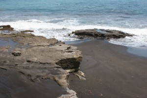 the black sand of Ende beach