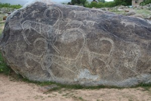 the most expressive rock engravings, right at the entrance of the field