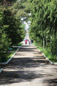 the path towwards the museum and the monument in honour Przhevalsky