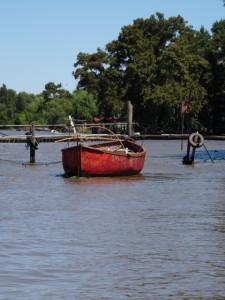 boat at a jetty in the Tigre delta