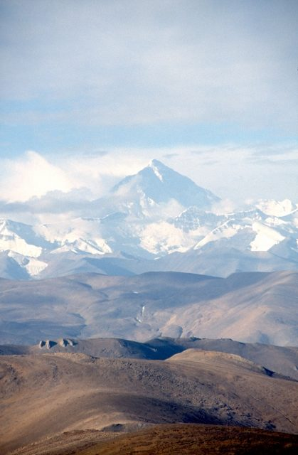 the view from the Pang La pass, with Mount Chomolungma in the distance