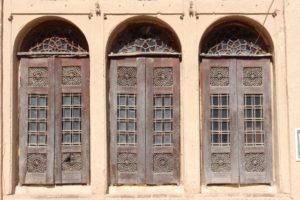 three windows, also Khan-e Lari