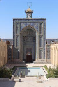 the entrance to the Jameh Mosque