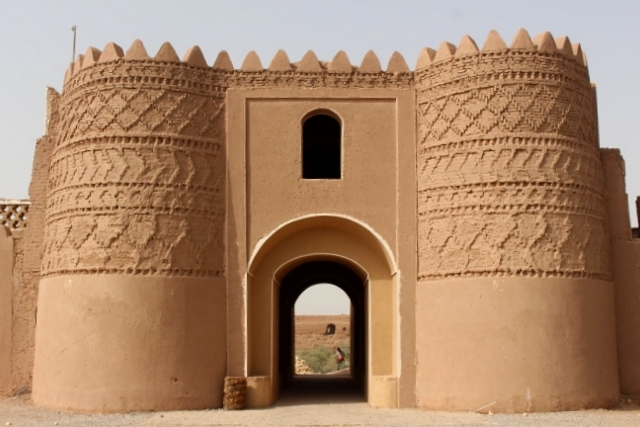 the imposing enyrance gate to the caravanserai