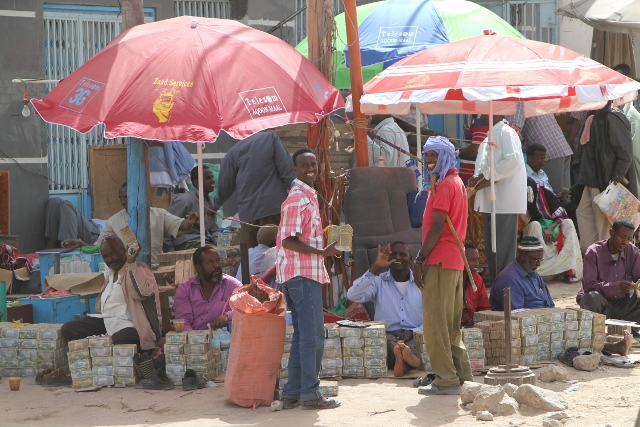 Money changers in the streets of Hargeisa (1)
