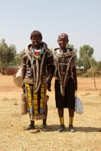 two Hamar arriving at the market