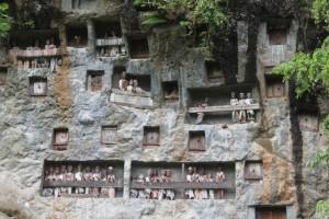 rock graves and tau-tau in Lemo