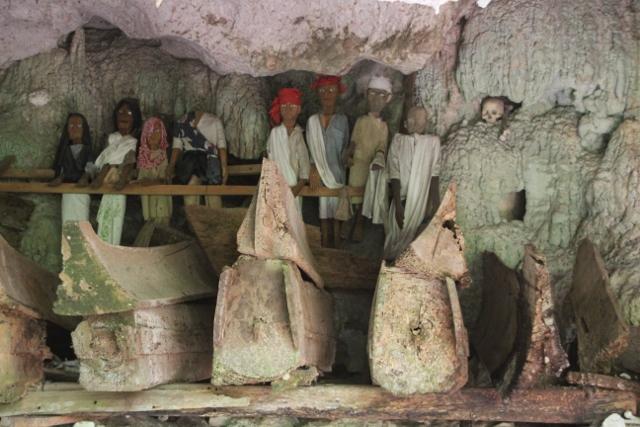 coffins and tau-tau, Tampangallo