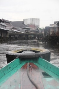our canoe heading towards the kampungs