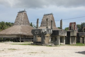 traditional houses and tombs in Prayawaign