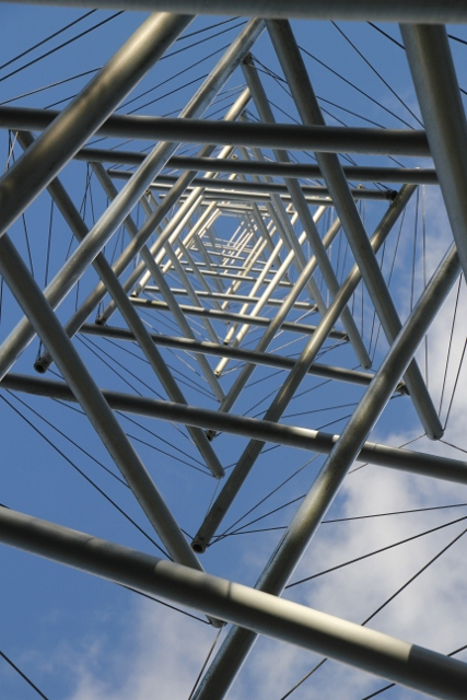 and the conspicuous Needle Tower (metal, 1968) of Kenneth Snelson