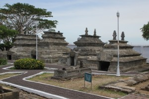 the tombs of Sultan Hasanuddin and his family
