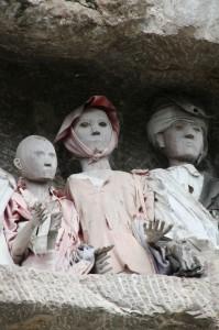 tau tau – wooden effigies – on a balcony near Suaya