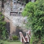 rock face with multiple tau tau balconies in Lemo