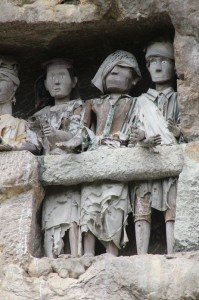 very expressive tau tau – effigies – on one of the balconies in Suaya