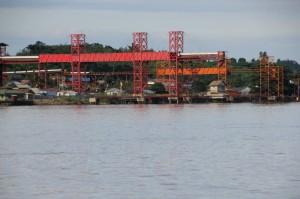 modern conveyor belts load coal barges