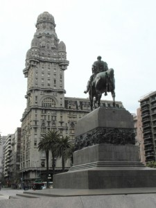 Uruguay's liberator in front of one of the most characteristic buildings of Montevideo, in the Plaza Independencia