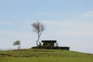 a tomb on the Hobakala pasola field