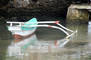 single outrigger canoe