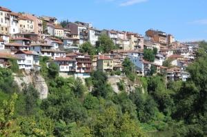 Veliko Tarnovo, built against the steep river valley