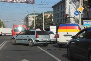 Chisinau traffic: getting in line for the traffic lights