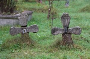 simple wooden crosses in the Sat Sugatag churchyard