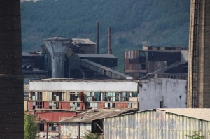 decripit factory near Medias