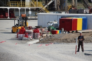 materials in front of a drilling rig, equally well-kept, and even with a bit of colour!