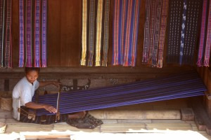 weaving ikat in Bena
