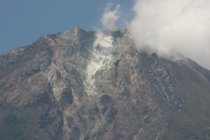 closer view of Gunung Ambulombu