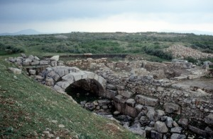further ruins, including arches over a subsurface room