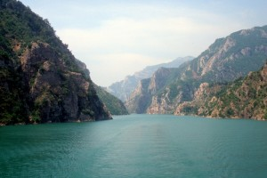 the turquoise Drin river lake, our route north