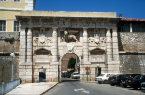 the city gate of Zadar, complete with wingen lion