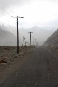 de weg langs de grens rivier